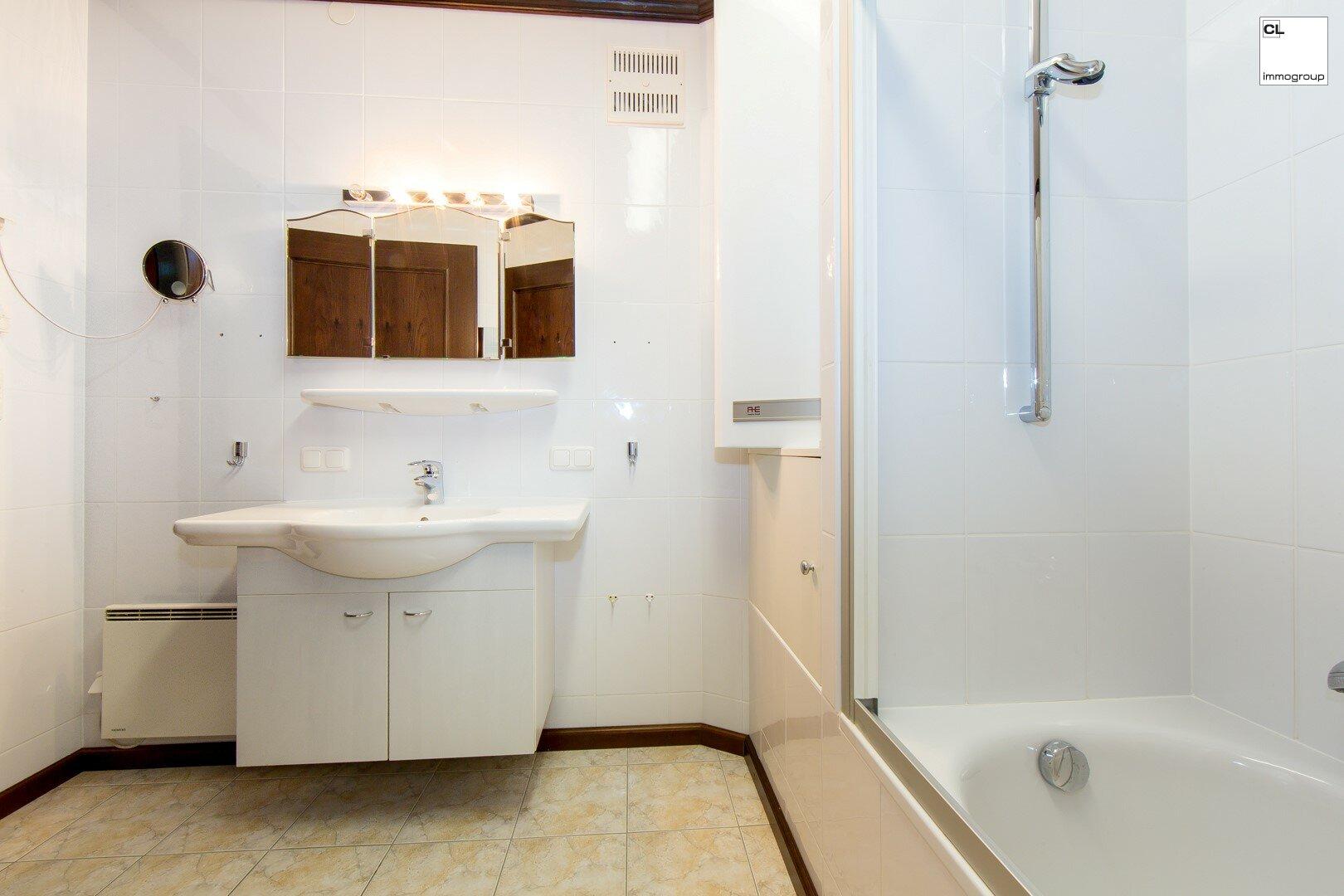 Hübsches zeitloses Badezimmer