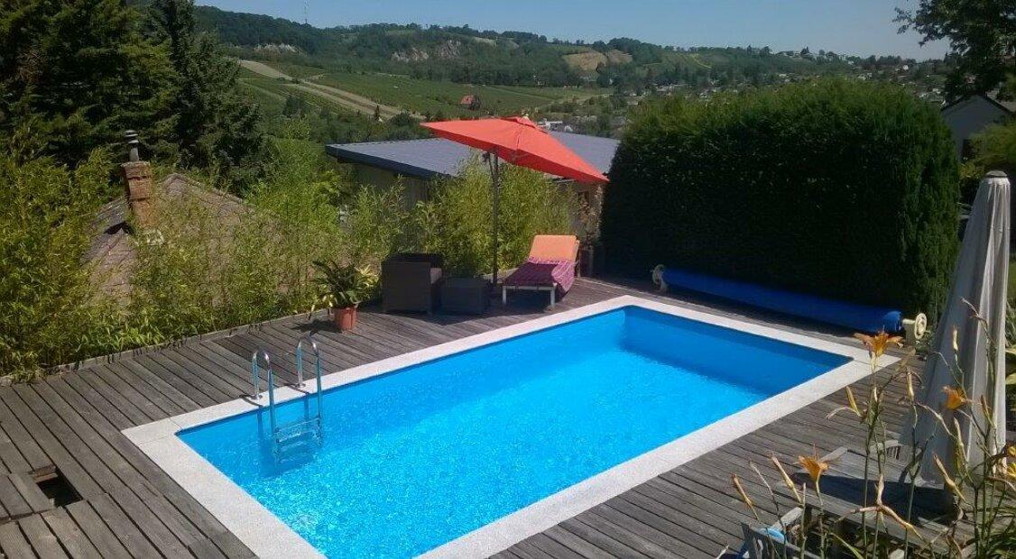 Doppelhaushälfte mit Terrassen, Eigengarten & Pool! Nähe Amerikanische Schule AIS