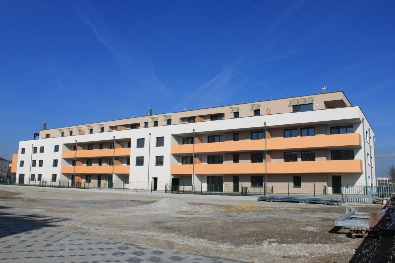 Top 7 - Drei- Zimmer Wohnung mit Balkon - Nach Süden ausgerichtet. Bestes Klima zu jeder Jahreszeit /  / 2700Wiener Neustadt / Bild 1