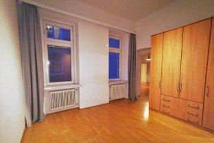 ZENTRALE LAGE: UNBEFRSITETE MIETE : 2 Zimmer mit separater Küche !