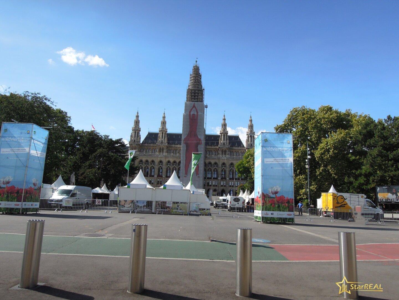 in nächster Umgebung das Rathaus