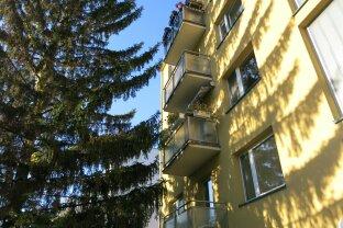 Erstbezug mit Balkon in Grünlage und U4 Nähe