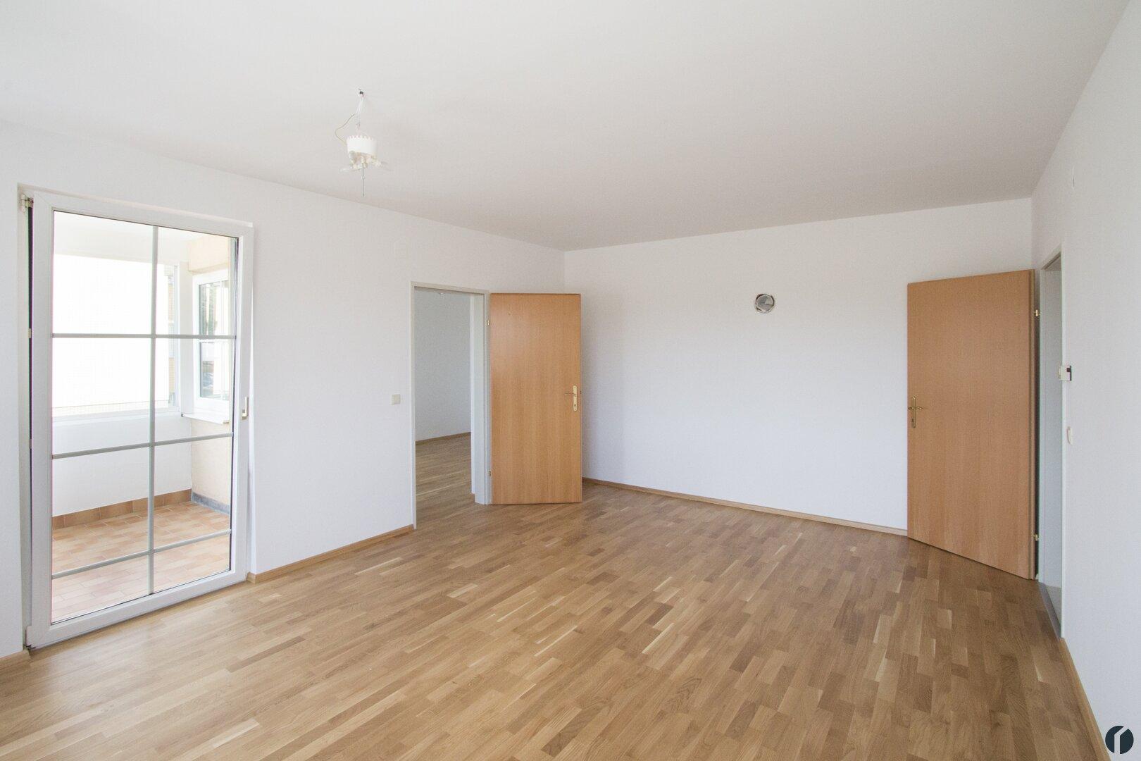 Wohnzimmer mit Kaminanschluss