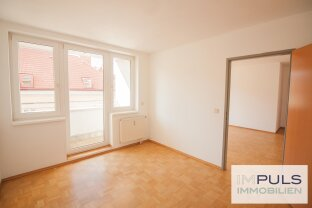 Gut geschnittene, helle 2-Zimmer Wohnung mit großem Wohnbereich | private Loggia | Parkplatz & perfekte Infrastruktur
