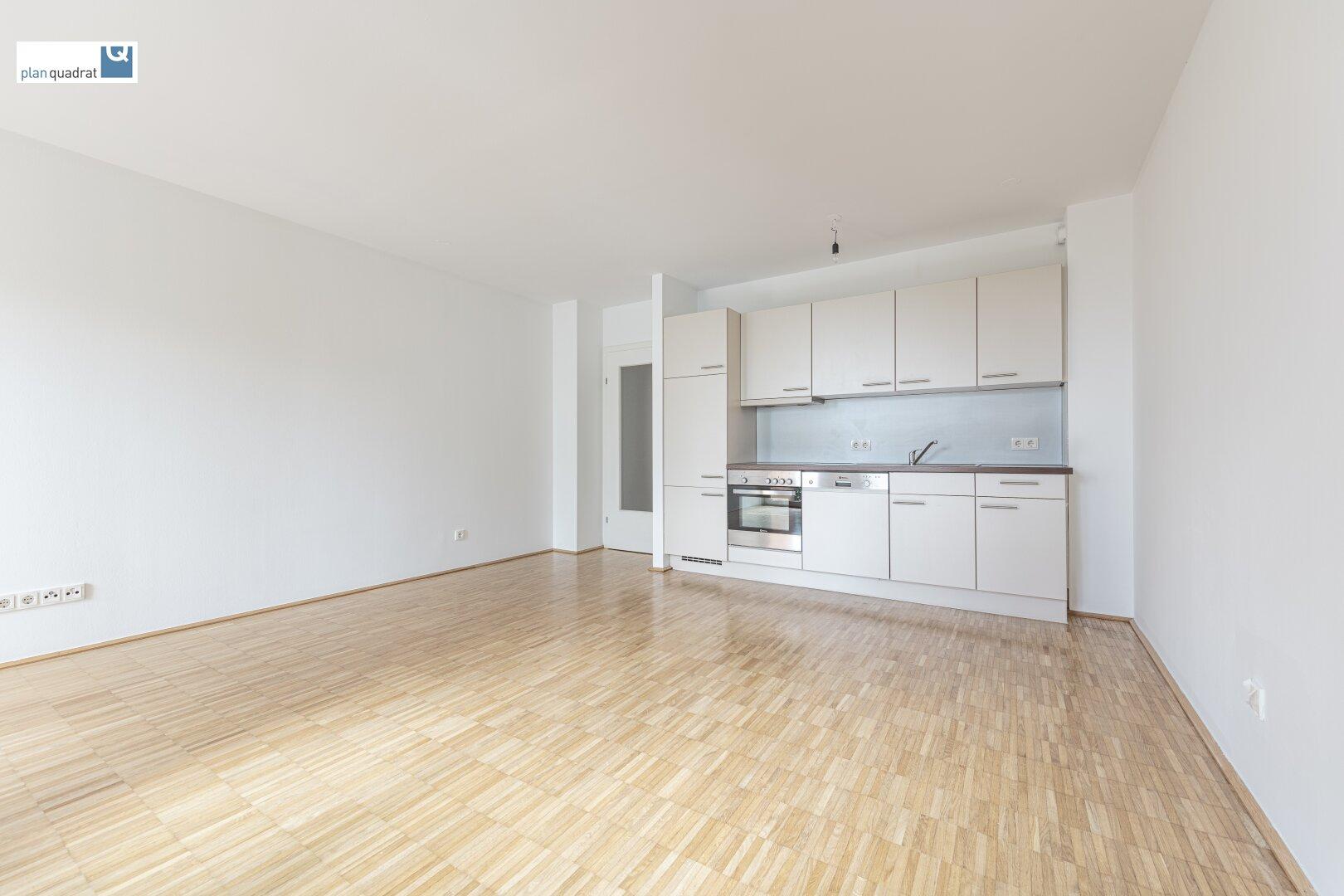 Wohn- / Esszimmer (ca. 23,90 m²) mit Küchenzeile