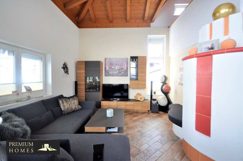 Kirchbichl Zweifamilienhaus_ hohe Qualität mit Modernem Design_Wohnzimmer mit Ofen
