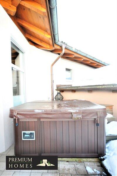Kirchbichl Zweifamilienhaus_ hohe Qualität mit Modernem Design_Whirlpool