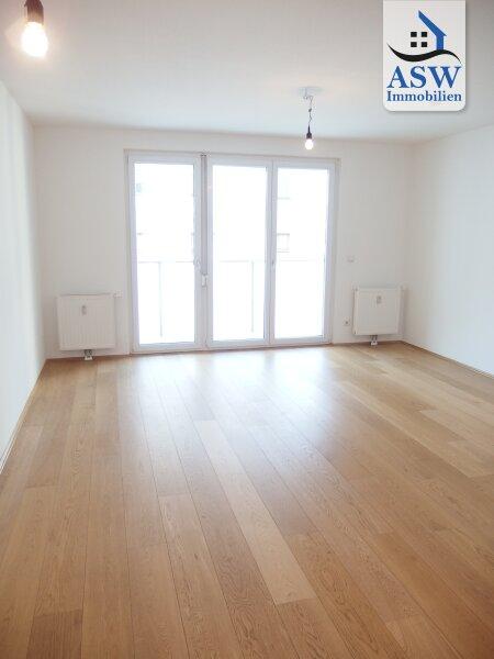 Helle 4-Zimmer Dachgeschoßwohnung mit Loggia und Terrasse Nähe Lugner City