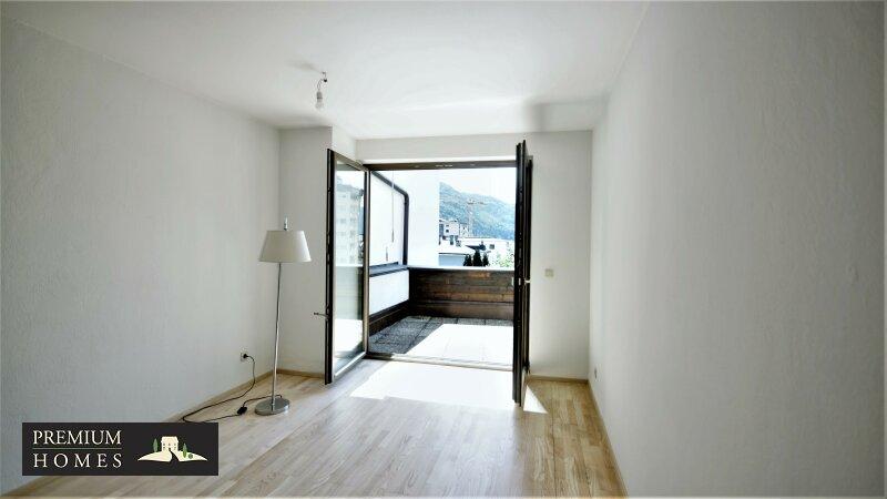 WÖRGL- 2 - Zimmer Mietwohnung-Wohnzimmer-mit Zugang Balkon
