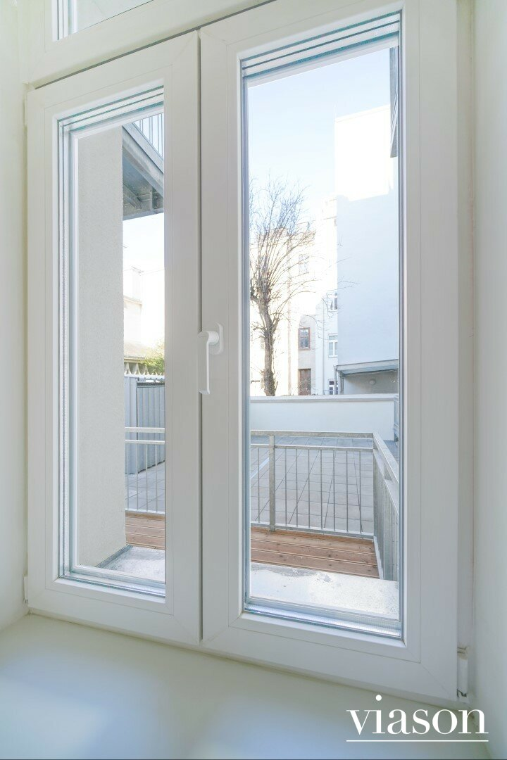 Vorzimmer-Fenster-Blick in den Innenhof
