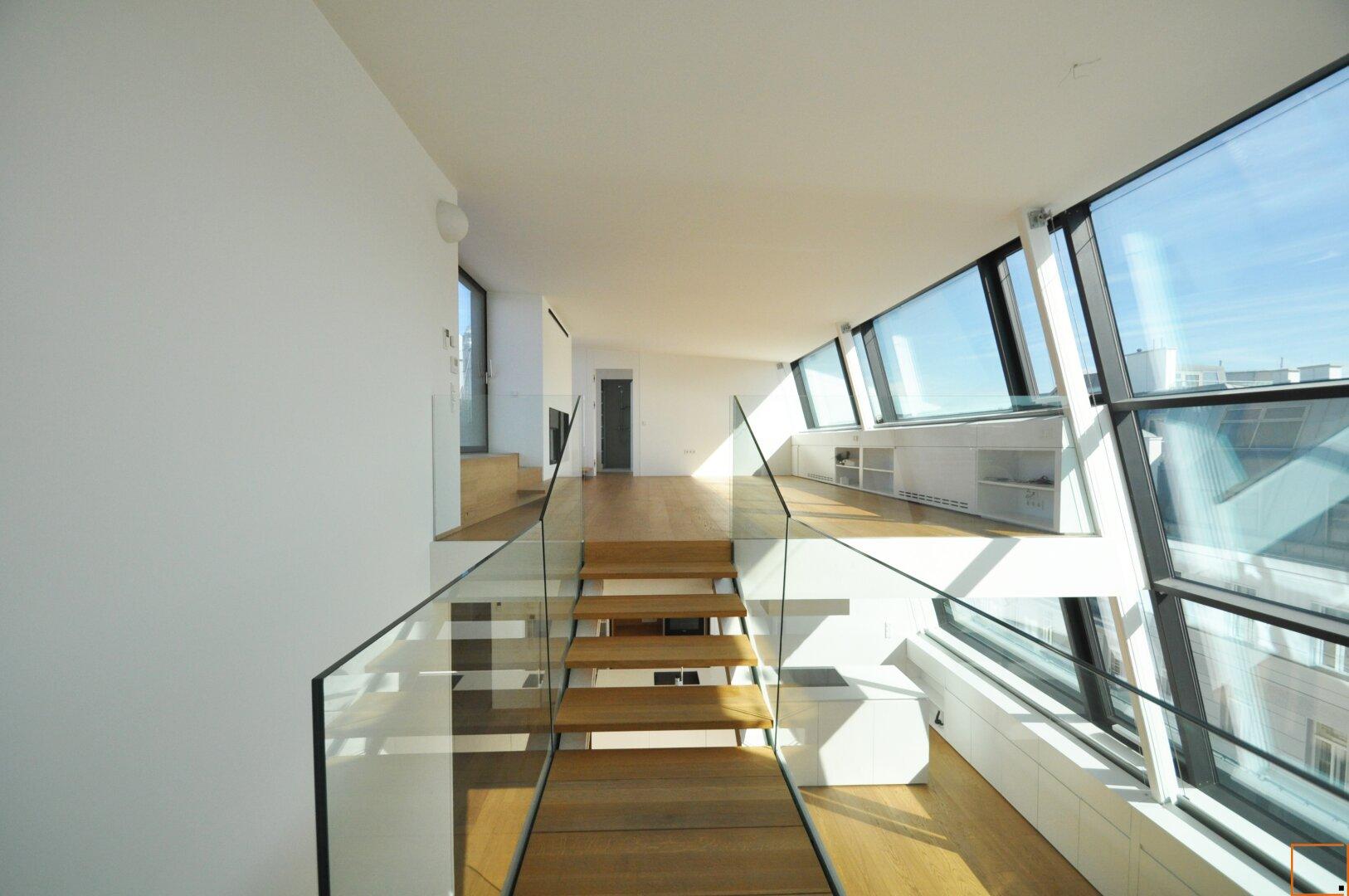 offene Treppe ins Obergeschoß
