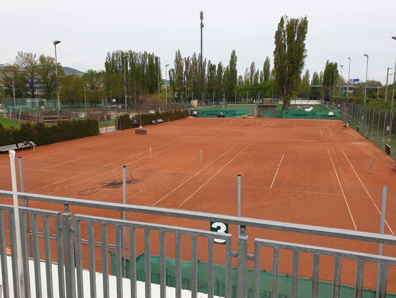 Tennis-/Soccerplatz