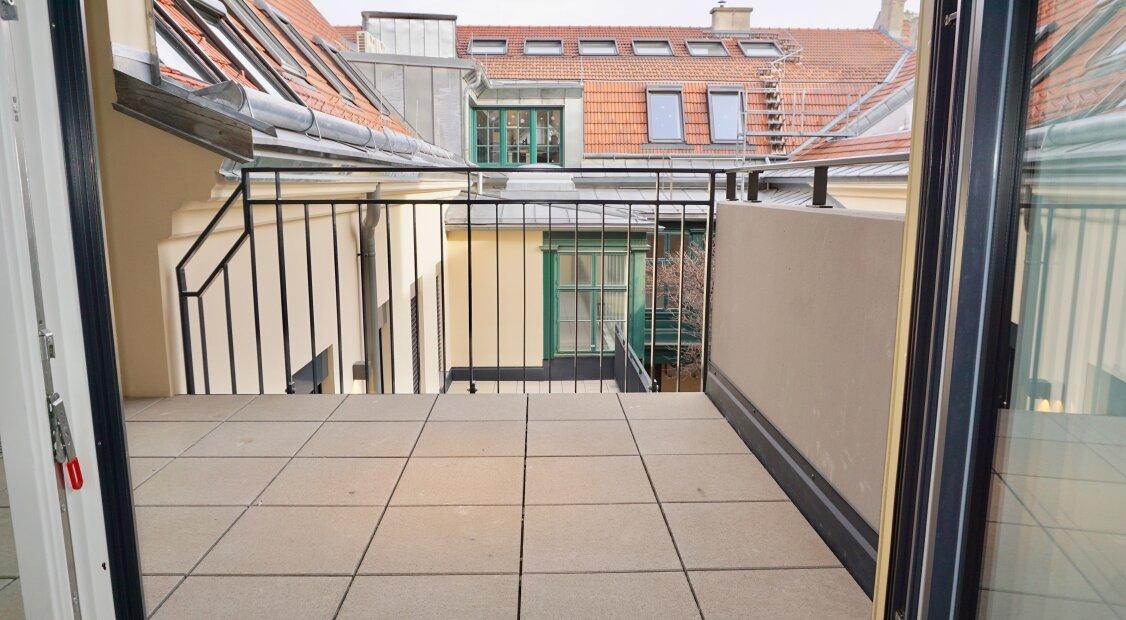 ERSTBEZUG: sehr große 2-Zimmer Wohnung in den Innenhof ausgerichtet inkl. Balkon in den Innenhof