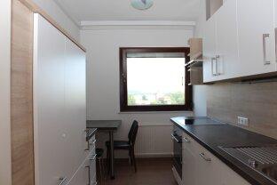 zentrale Stadtlage, 2 Zimmer mit Loggia inkl. Garagenplatz, Warmwasser und Heizung, provisionsfrei!