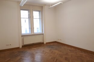 Geräumiges 3-4 Zimmer-Altbau-Büro in zentraler Lage des 9. Bezirks
