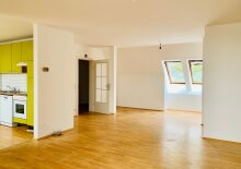 +++ WG-DREAM+++  Charming 4-room apartment with extra kitchen in a good location