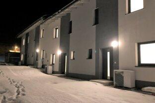 Zur Miete oder Kauf: Maisonettewohnung -  Dieses neu errichtete Zuhause ist perfekt für Ihre Familie - Ca.138m² W/NF gesamt + Eigengarten + Carport und PKW Stellplatz