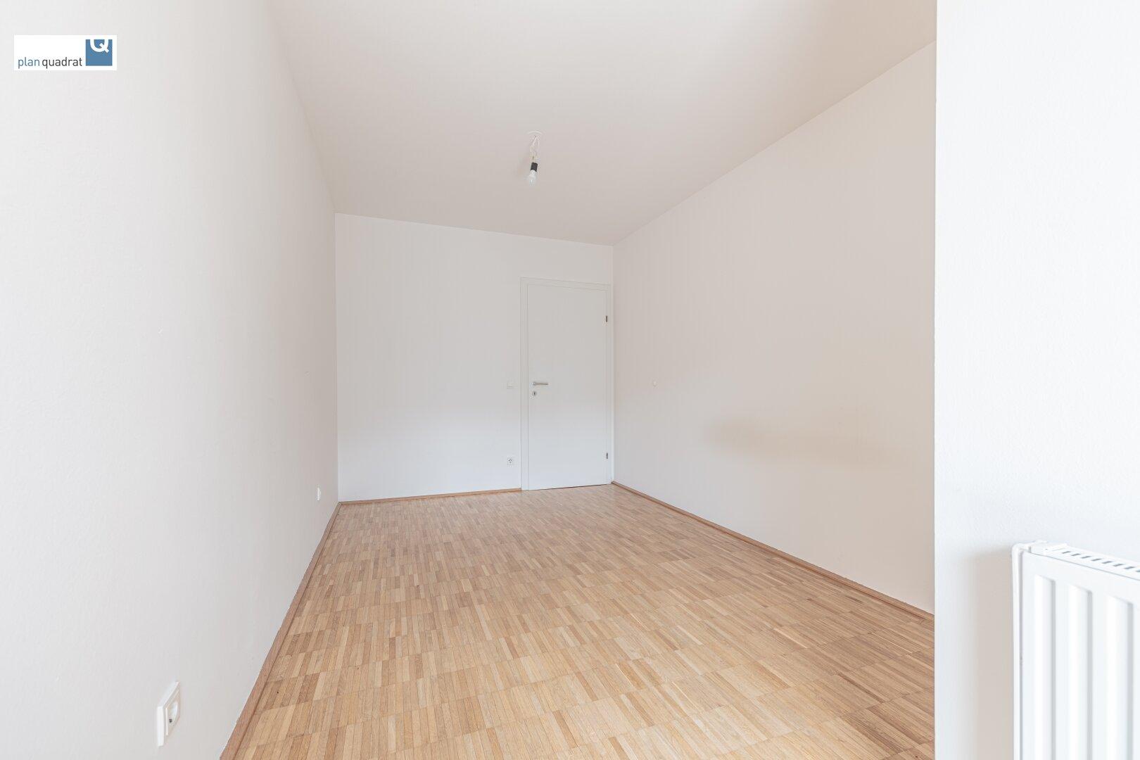 Schlafzimmer (ca. 12,10 m²)