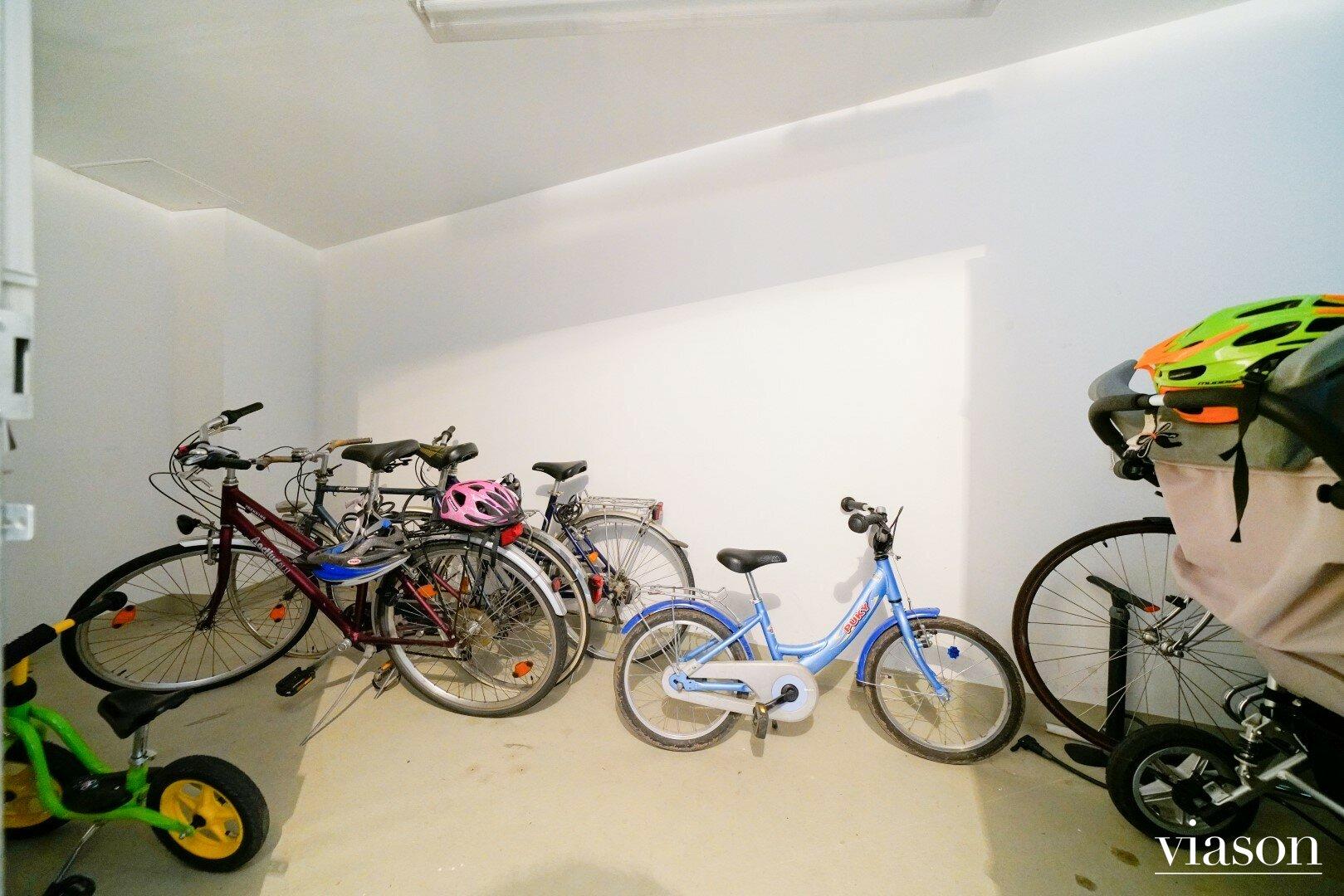 Fahrrad & Kinderwagenabstellraum