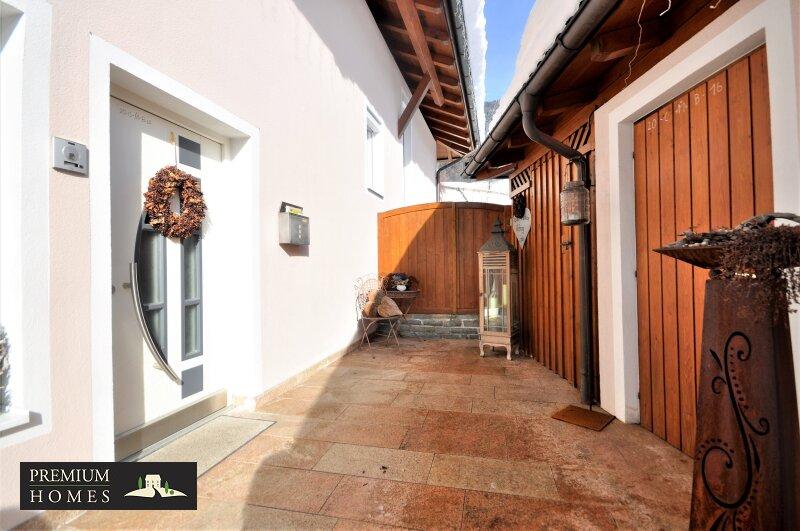 Kirchbichl Zweifamilienhaus_ hohe Qualität mit Modernem Design_Ansicht Südosten_Eingang