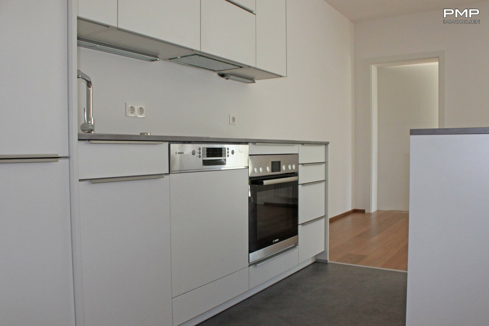 Einbauküche mit hochwertigen Geräten