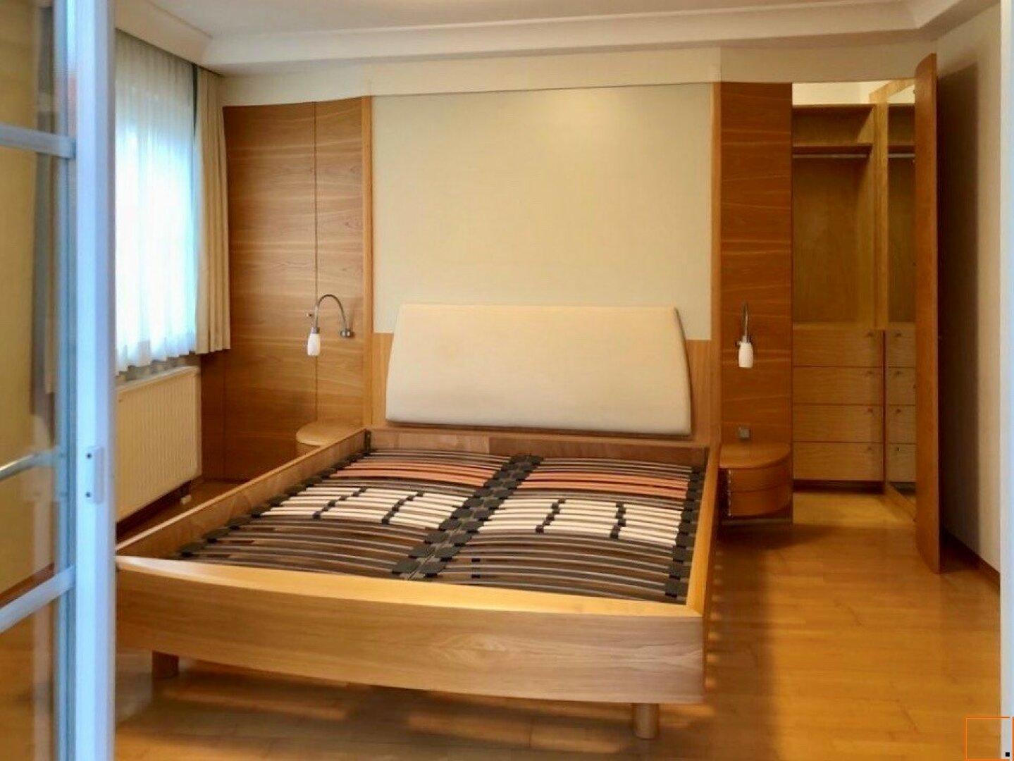 Masterbedroom mit begehbarer Garderobe