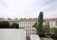 Moderne Wohnung im Dachgeschoss mit Balkon, Nähe Waldmüllerpark