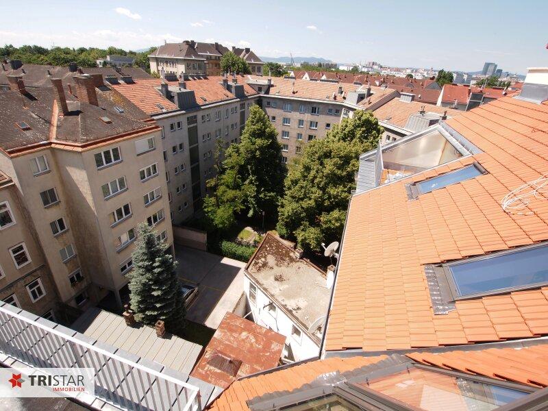 Hochwertig errichtete 3 Zimmer DG-Maisonette mit Wohnküche, Abstellraum, Wintergarten und Terrasse mit fantastischem Wienblick! /  / 1100Wien / Bild 0