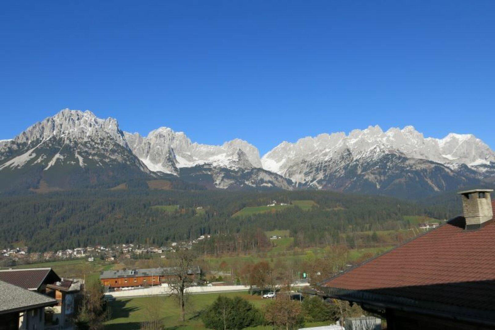 Mietwohnungen Ellmau, Ausblick zum Kaisergebirge