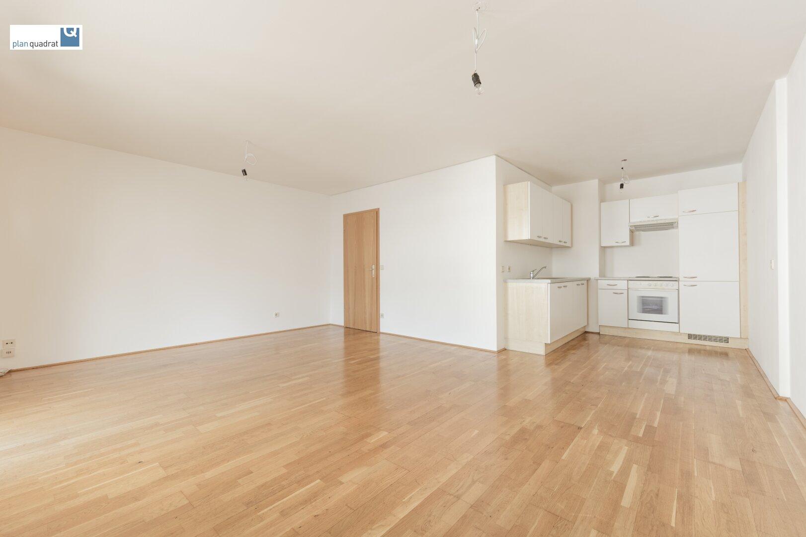 """Wohn- / Schlafzimmer (ca. 26,70 m²) mit """"Küchennische"""""""