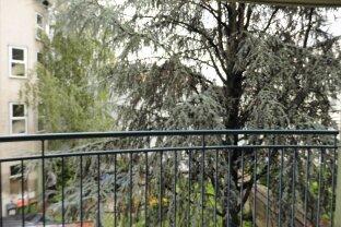 Grüne Hofruhelage: 2-Zimmerwohnung mit Loggia