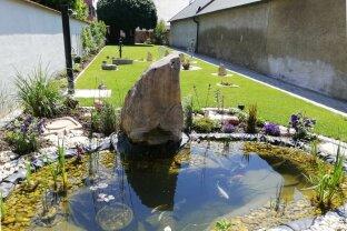 Im Zentrum von Neusiedl am See: Zweifamilienhaus (wie neu) 366 m² Nutzfläche mit 444 m² paradiesischer Garten