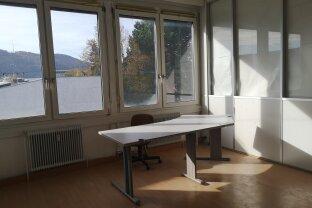 Helles 20 m² Büro im 21. Bezirk