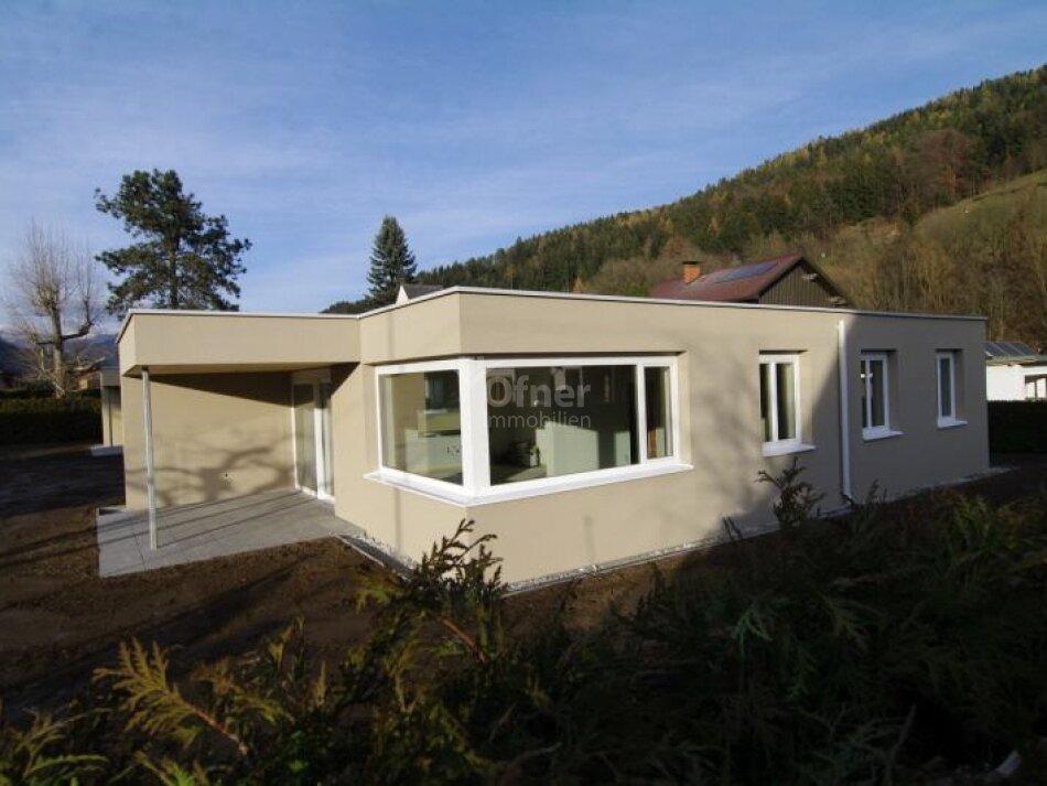 Erstbezug: modernes Einfamilienhaus im Grünen</p>