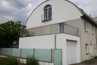 Grosszügige Doppelhaushälfte mit Blick ins Grüne!