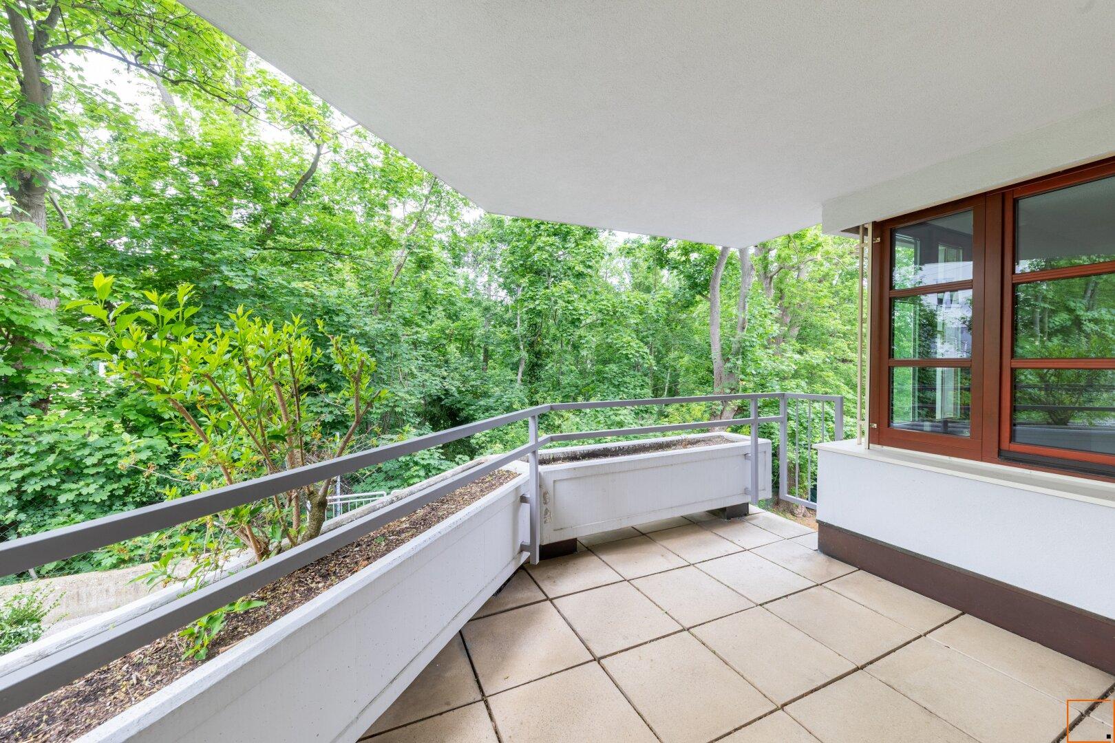 Terrasse( ca. 9,37 m²)beim Wohnzimmer