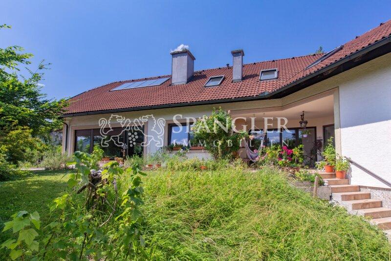 Landhaus für Ihre Großfamilie mit 9 Schlafzimmern: (Zweit-)Wohnsitz mit Aussicht