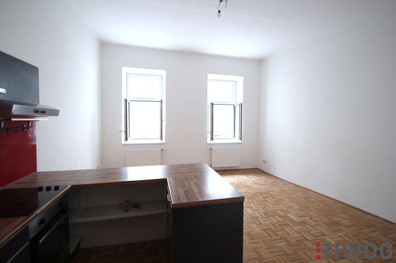 ***Charmante Altbauwohnung---Saniertes Haus---Schlafzimmer mit Innenhoflage*** /  / 1050Wien / Bild 1