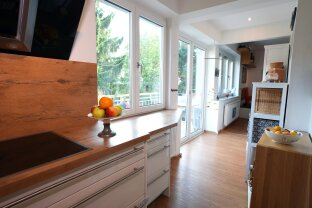 Saggenwohnung mit 3 lichtdurchfluteten Zimmern und grüner Innenhof-Oase