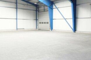 Industriehallen mit Freiflächen