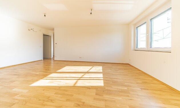 Foto von NEU! ++ 3 Zimmer NEUBAU-WOHNUNG (2018-2019) mit BALKON, Klimaanlage, Fußbodenheizung, Luftwärmepumpe, PKW-Stellplätze, Naherholungsgebiet Marchfeldkanal (Top 4) ++