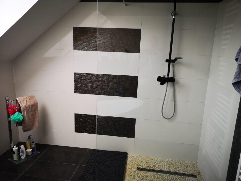 Bad mit Dusche Obergeschoss