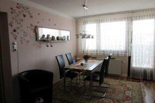Komplett möblierte 2 Zimmer Wohnung mit Balkon und Garagenplatz