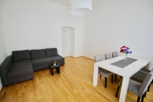 ALTBAUFLAIR in sonniger 2-Zimmer-ECKWOHNUNG - Nähe Wallensteinplatz