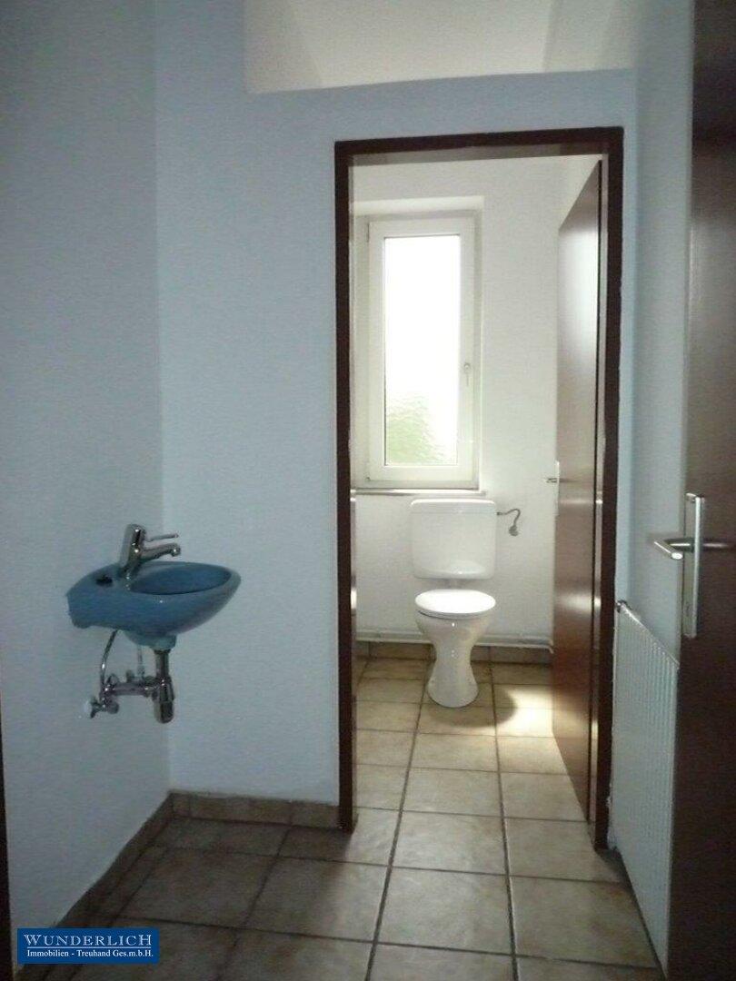 Gemeinschaftstoilette für Damen und Herren getrennt
