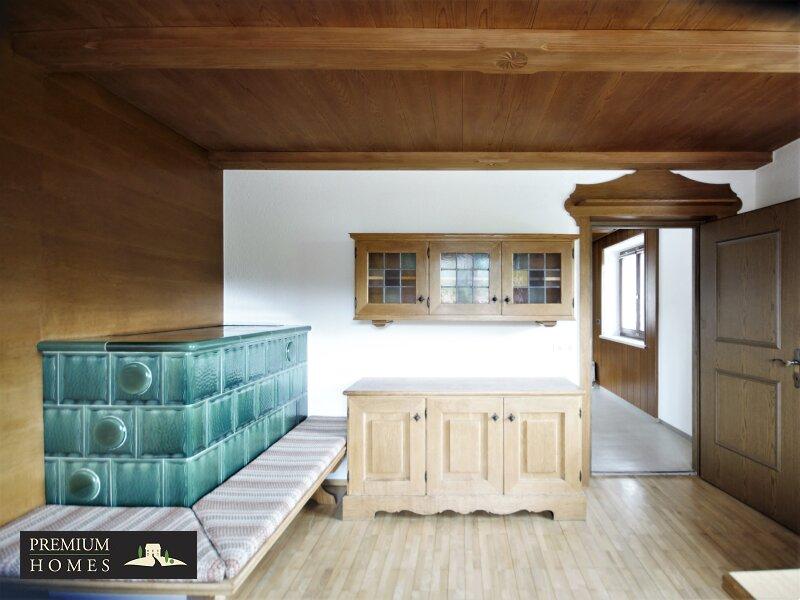 BREITENBACH am Inn - 2 Zimmer Mietwohnung Wohnzimmer mit Ofen