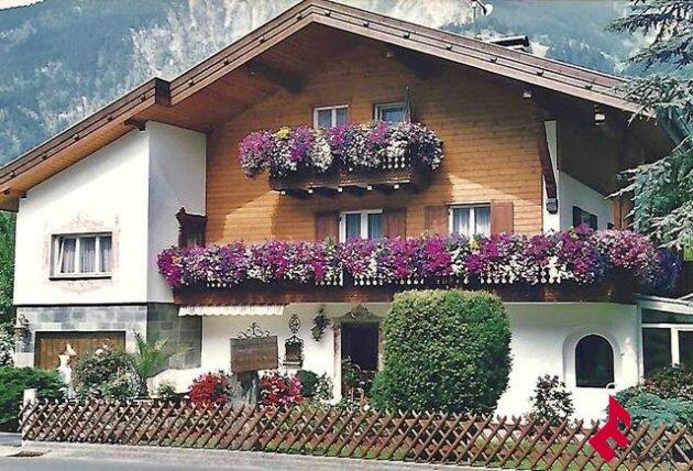 Gästehaus mit Betreiberwohnung