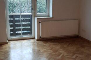 sehr ruhige und hübsche 2 Zimmer Wohnung mit Balkon