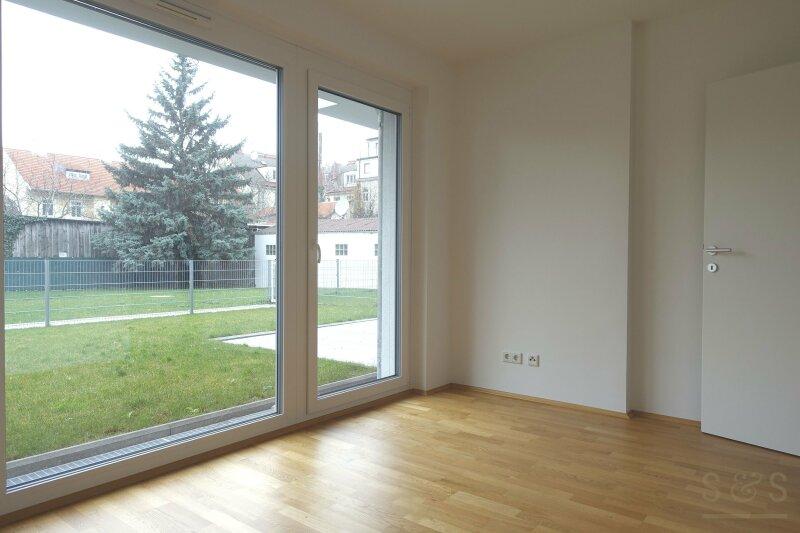 Hochwertige Zweizimmerwohnung mit Eigengarten in Neubauerstbezug
