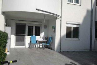 Erdgeschosswohnung mit überdachter Terrasse und 40 m² Garten!